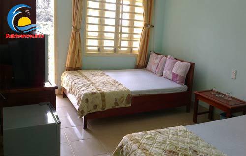 Giường đôi phòng nghỉ Khách sạn Hoàng Long Sầm Sơn