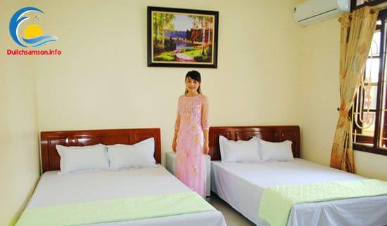 Giường đôi phòng nghỉ Khách sạn Thùy Linh Sầm Sơn