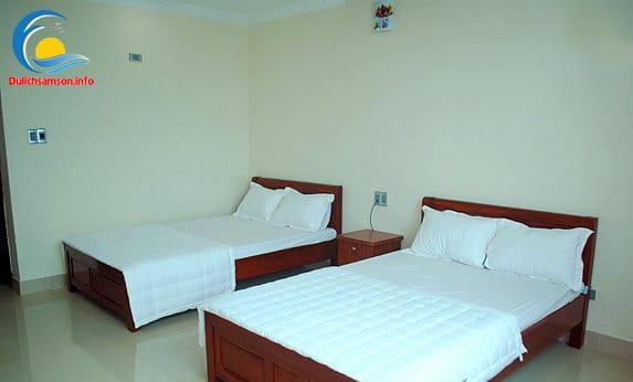 giường đôi tại Khách sạn Nhân Đức Sầm Sơn