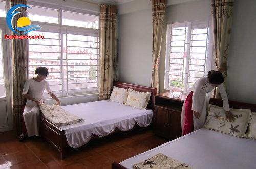 Giường ngủ đôi tại khách sạn Thanh Lan Sầm Sơn