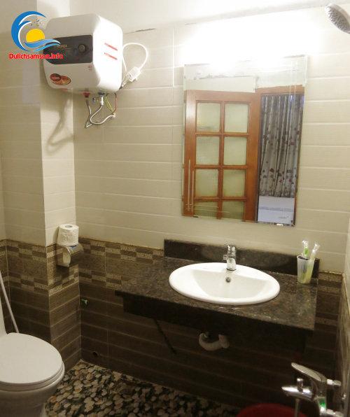 Phòng tắm khách sạn Ngọc Lan Sầm Sơn