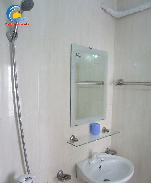 Phòng tắm khách sạn Sao Biển Sầm Sơn