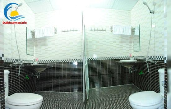 Phòng tắm Khách sạn Thùy Linh Sầm Sơn